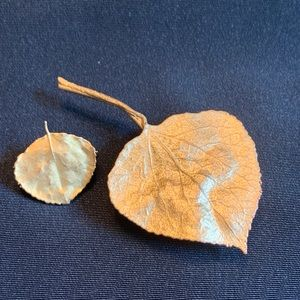 Pair of Vintage Gold Tone Leaf Brooches Pin